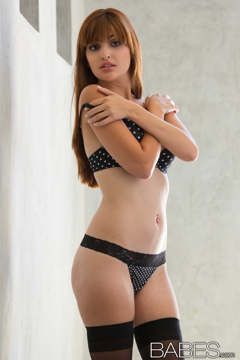 Tempting babe Natasha Malkova gets rid of her lingerie and teases her cunt  563101