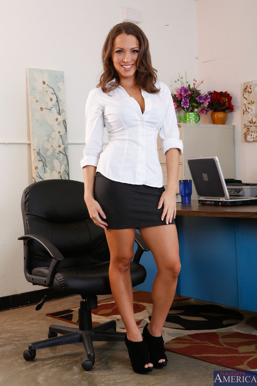 Lily Love - Naughty Office 2096-6437
