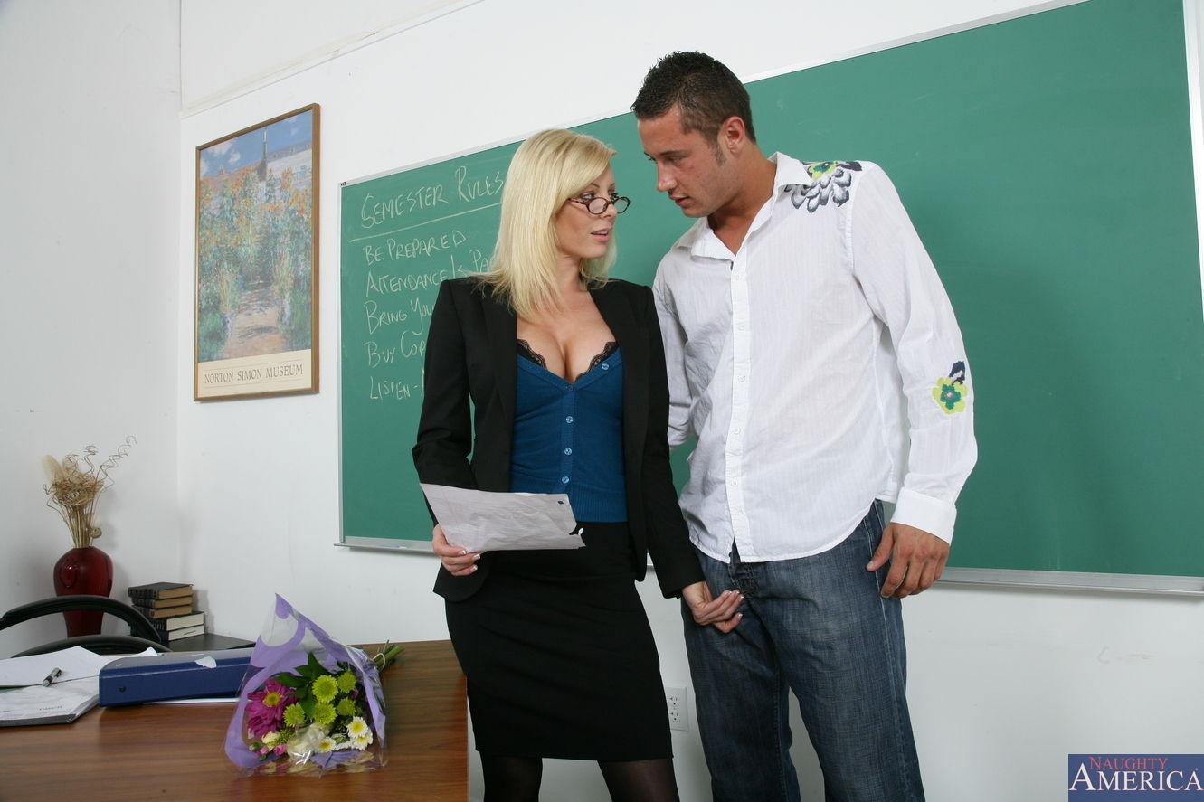 Училка английского трахается, Порно Учитель -видео. Смотреть порно онлайн! 12 фотография