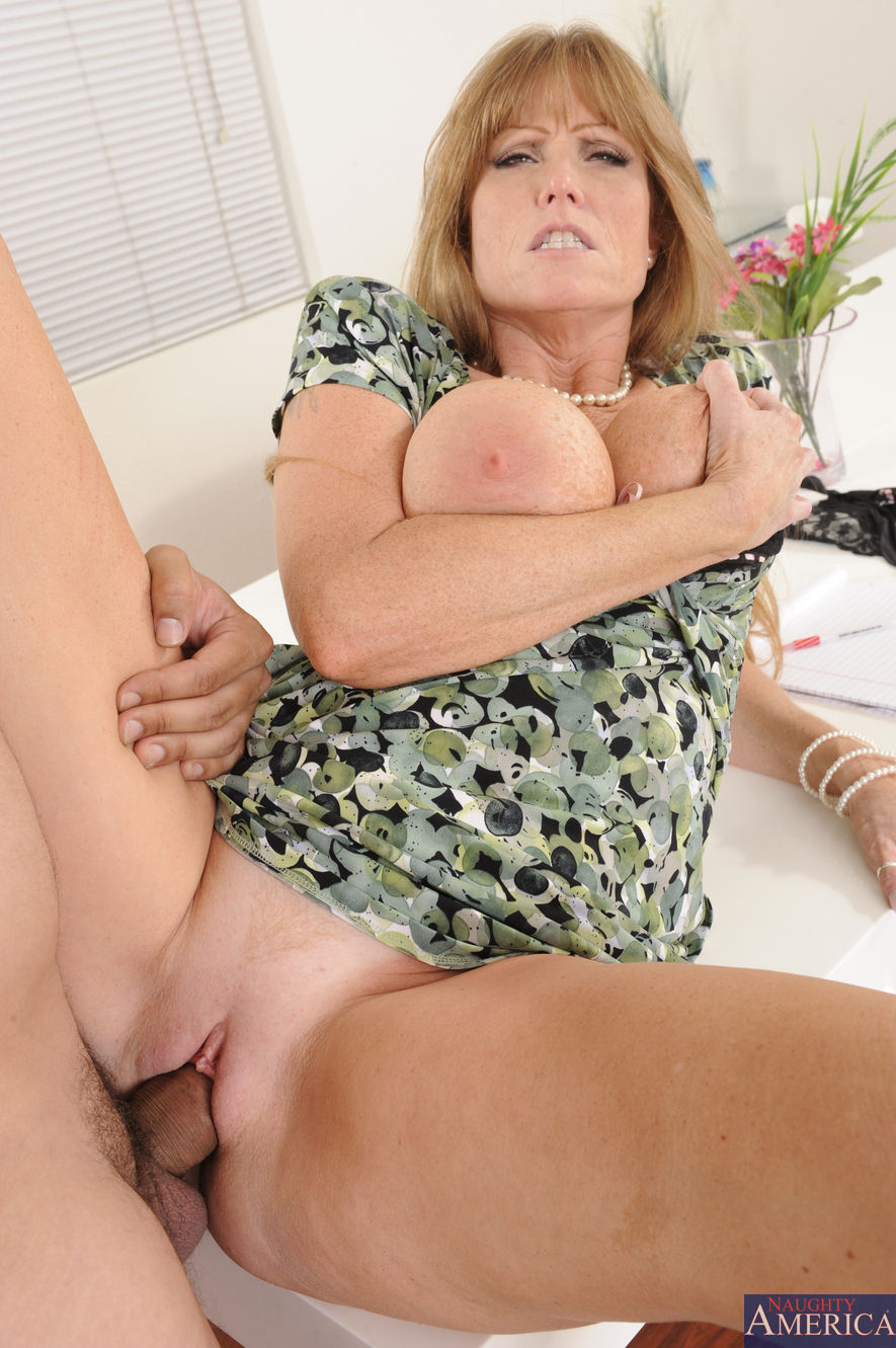Darla Crane - My Friends Hot Mom 2117-5285