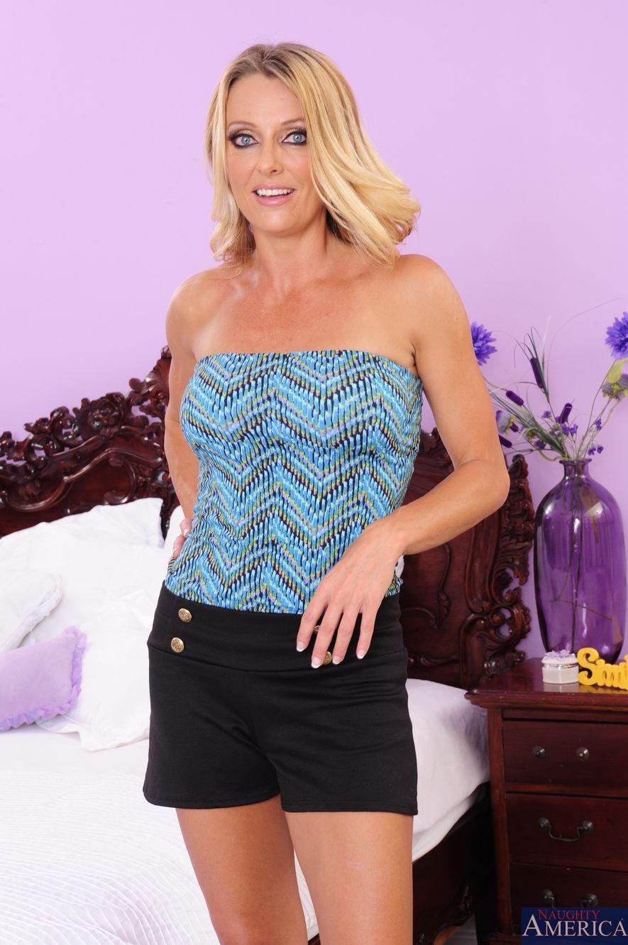 Brenda James - Seduced By A Cougar 2123