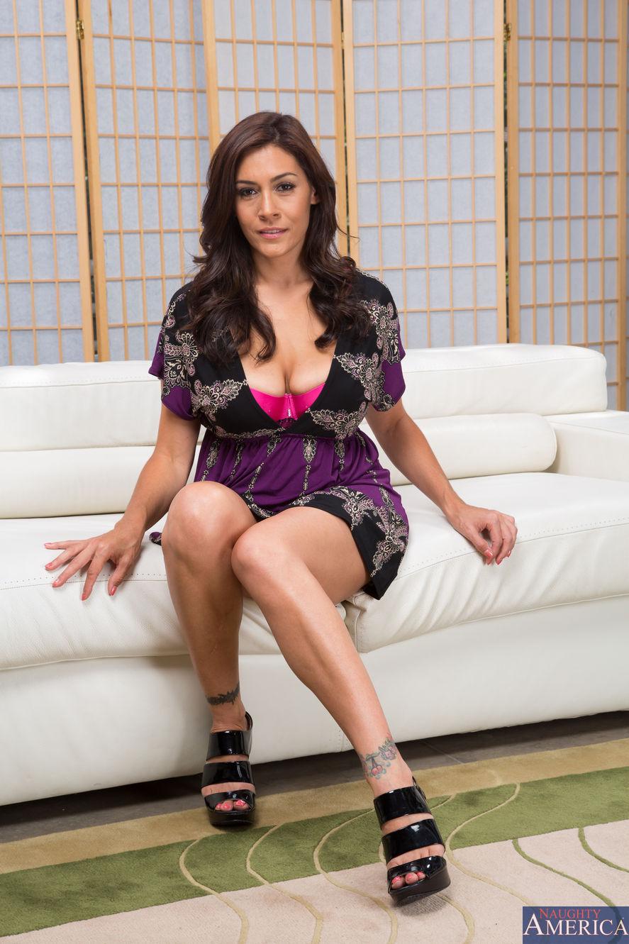 Raylene - My Friends Hot Mom 2187-9921