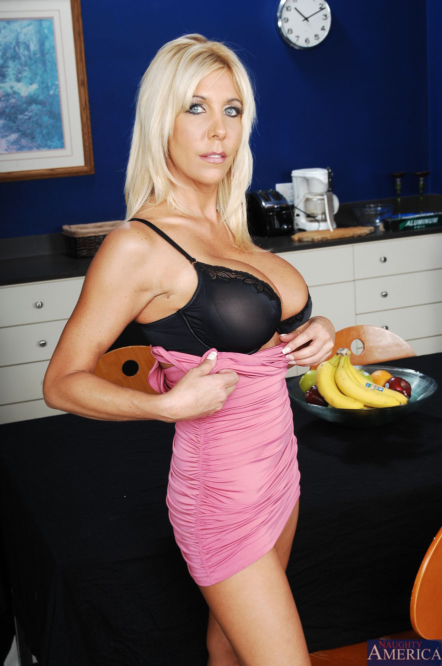misty vonage hot mom