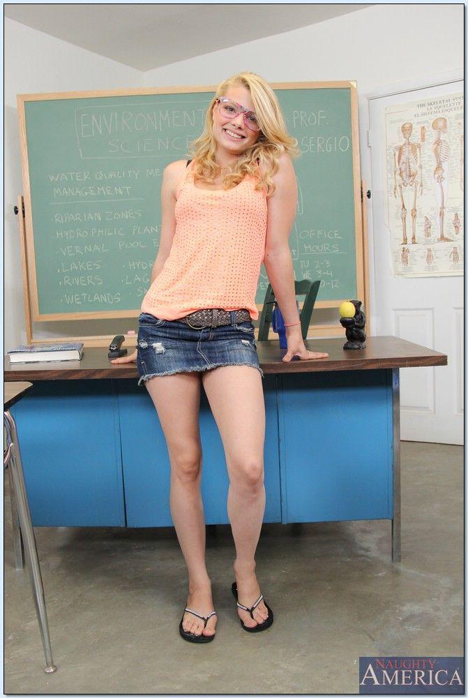 Skinny amateur spread leg girl