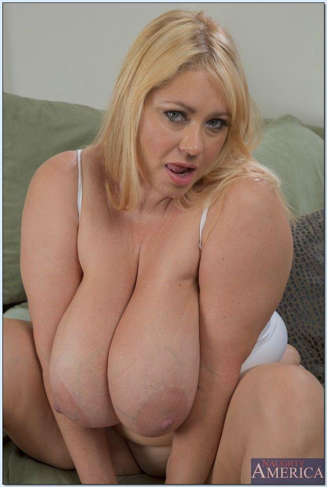 Samantha 38g hot mom