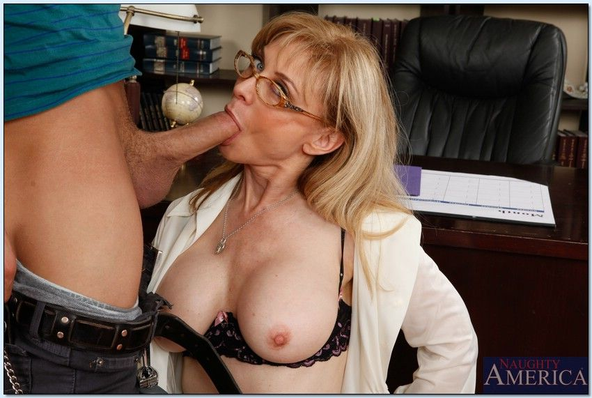 Nina hartley gave to a fan to lick pussy