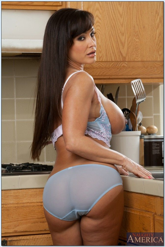 lisa ann hot mum
