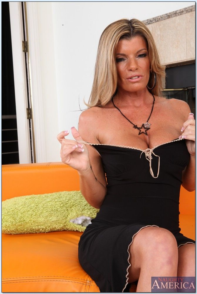 Kristal Summers Seduced By A Cougar