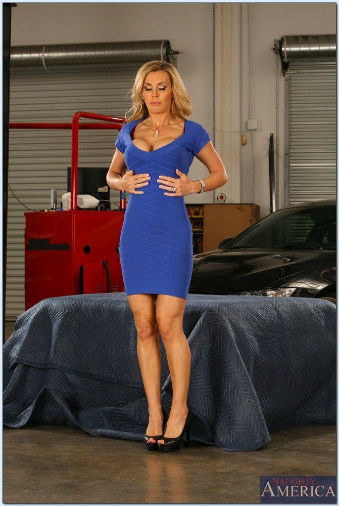 Sara Jay Seduced By A Cougar Videos Porno | Pornhub.com