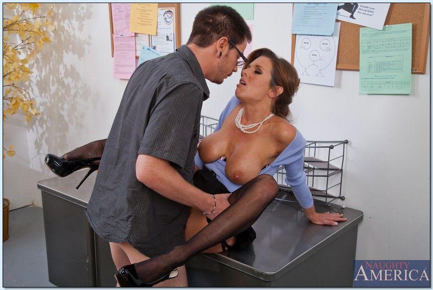 Kelly madison fucking the male art model - 2 part 5
