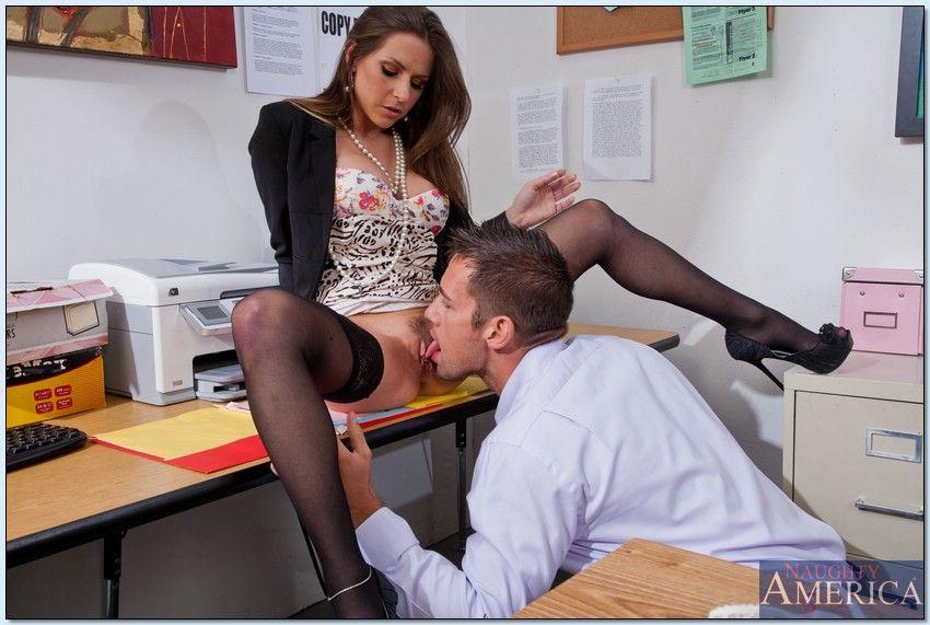 porno-v-ofise-lizat