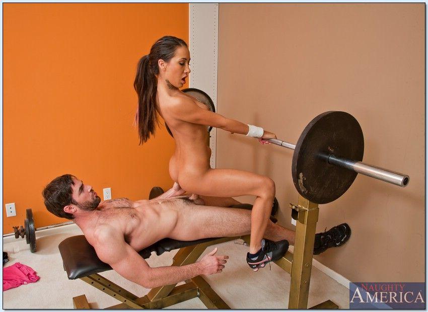 приставания фитнес инструктора секс