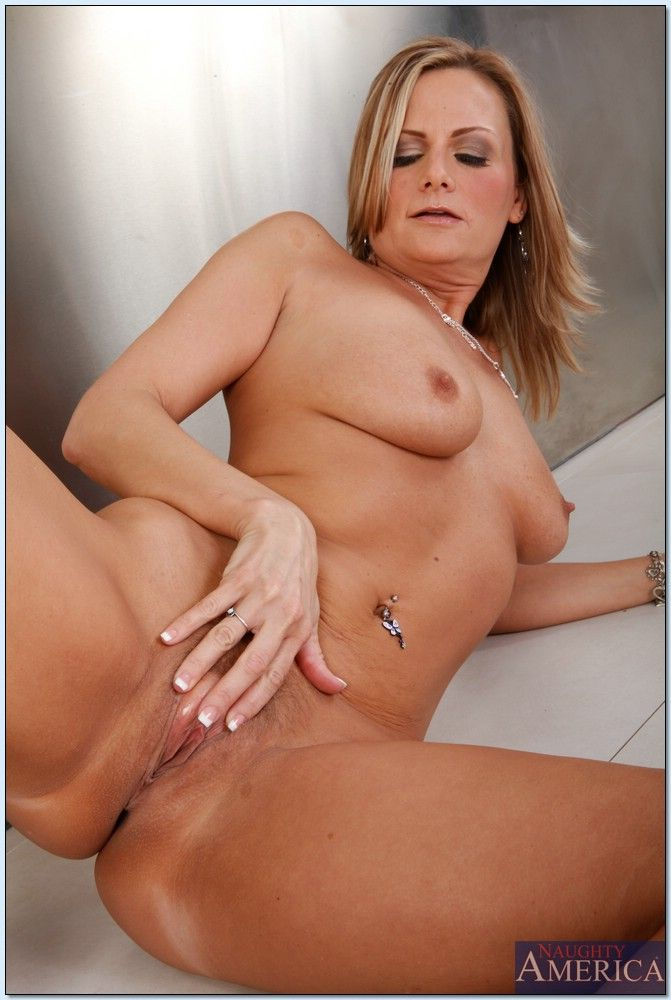 Hot mom pussy photo