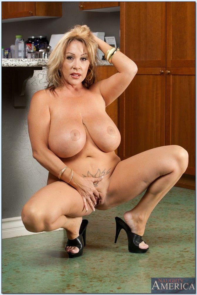 порно фото зрелых баб с большими сиськами № 352601 загрузить