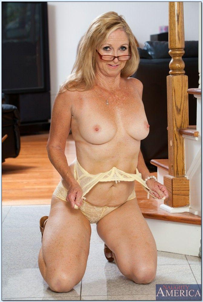 mom camel toe nudee