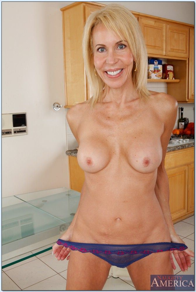 image Hot mom erica lauren learns to enjoy bbc