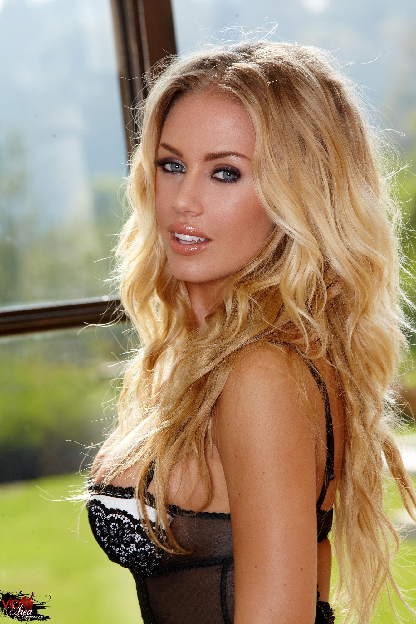 Сексуальная блондинка николь энистон 20 фотография