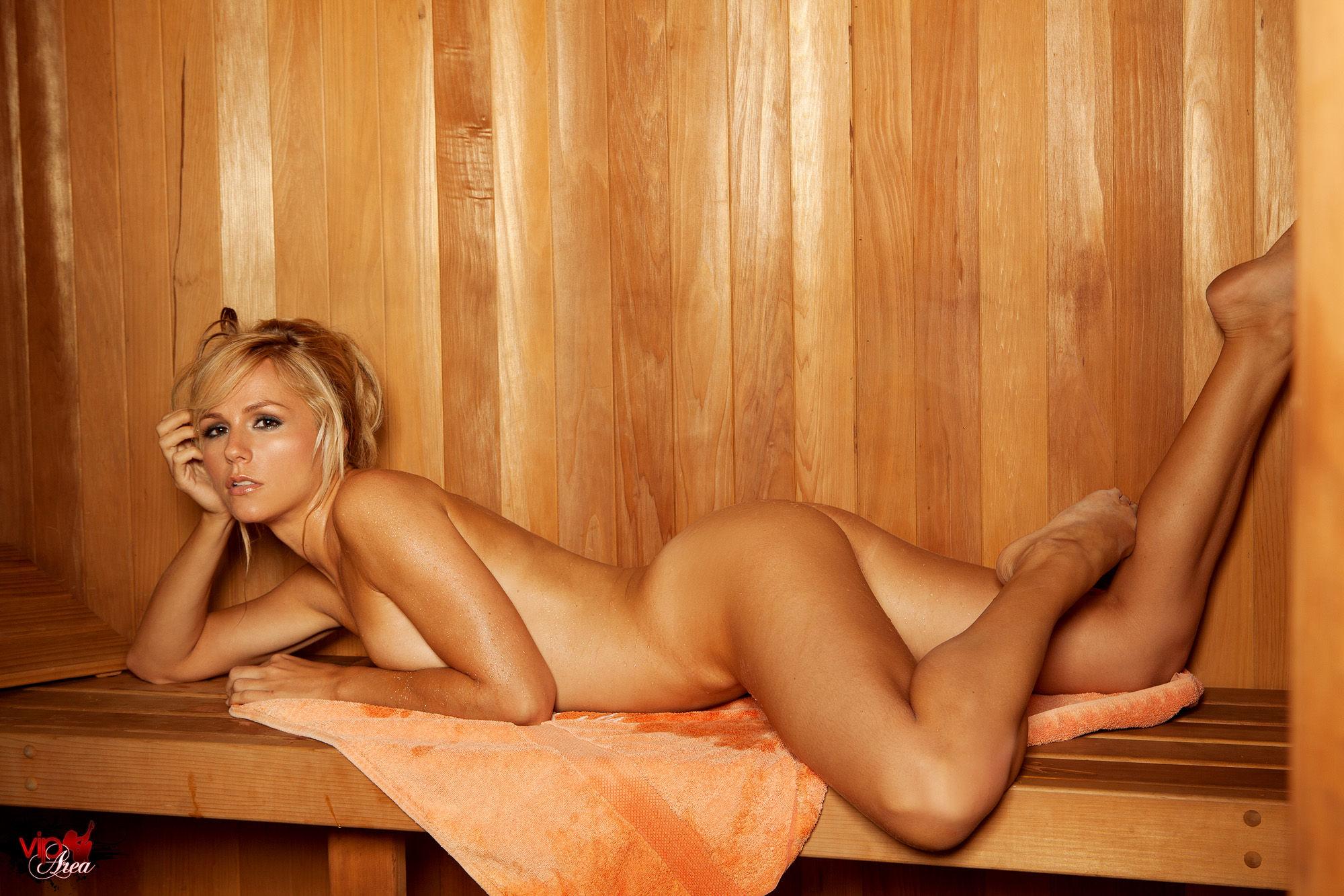 Смотреть женщины парятся в бане, Скрытая камера в женской бане, подглядывание в бане 17 фотография