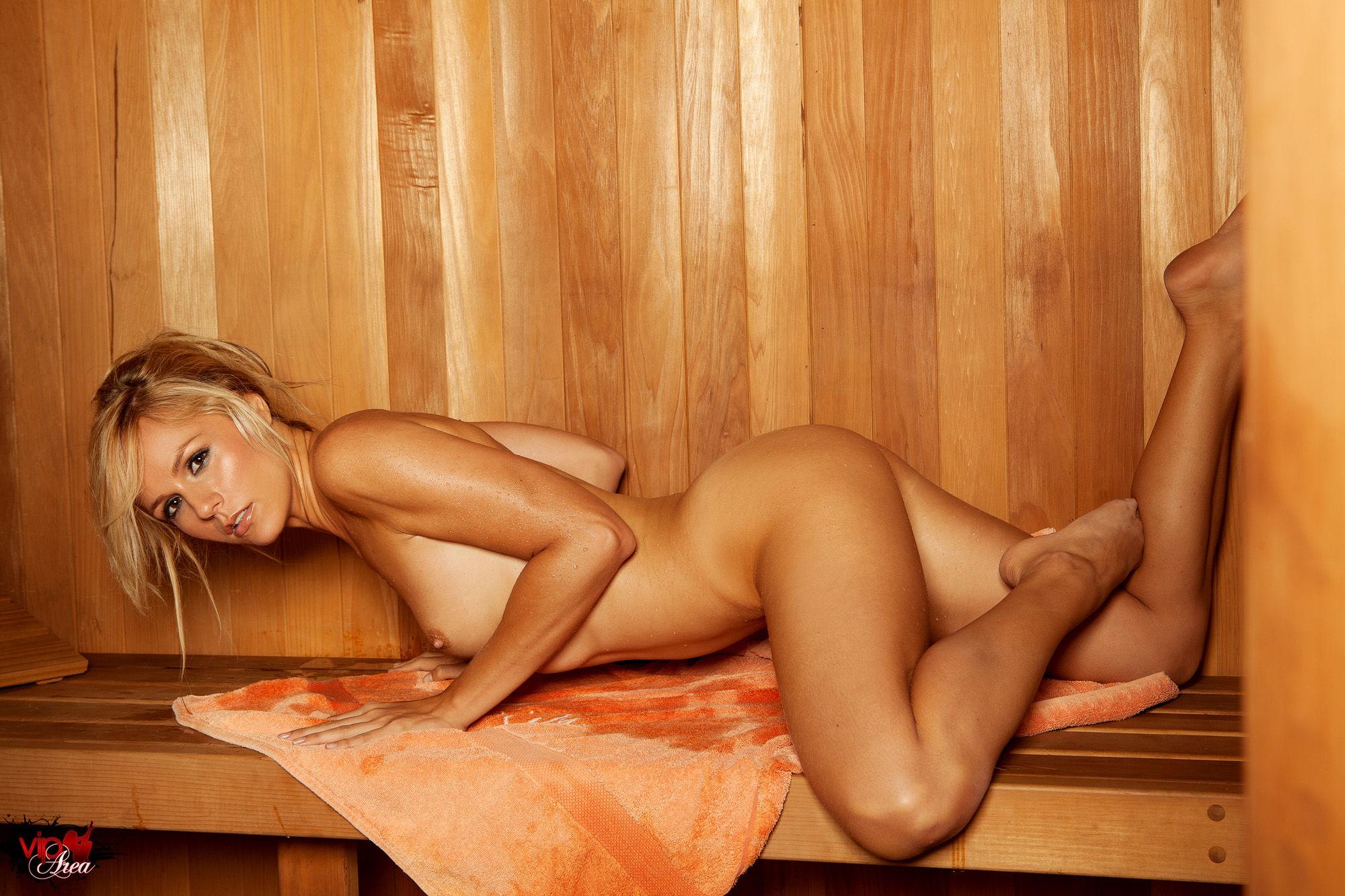 Смотреть женщины парятся в бане, Скрытая камера в женской бане, подглядывание в бане 18 фотография