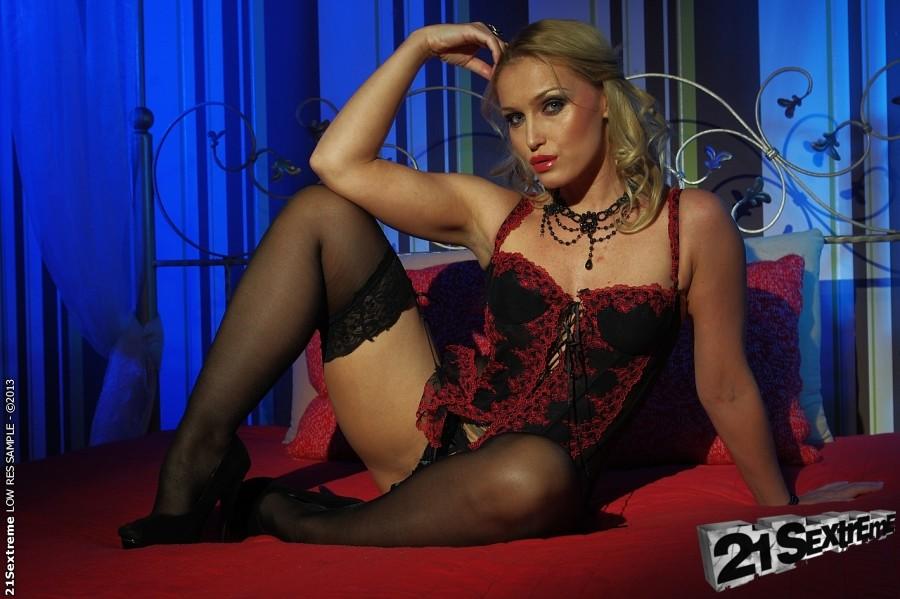Kinky Euro lezdom BDSM scene with fetish chicks Meg Magic and Kathia Nobili № 712491 без смс