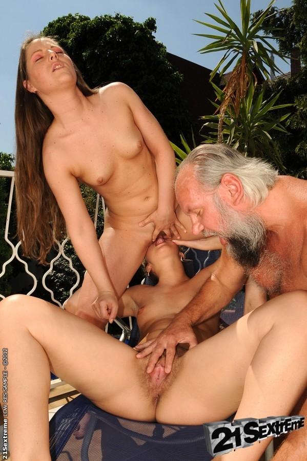Художественный порно старые мужики лижут у девок жестко выебали
