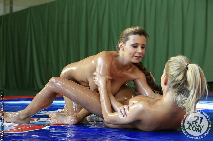Amatuer naked female oil wrestling — 10