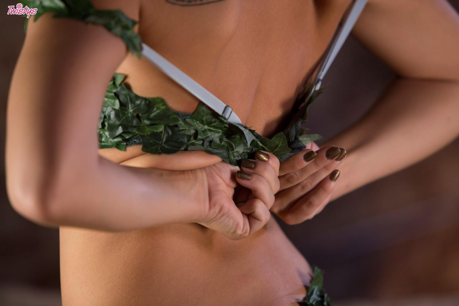 Aydra Fox Cosplay Porn Pics aidra fox enjoys stripping off her pretty costume 52271