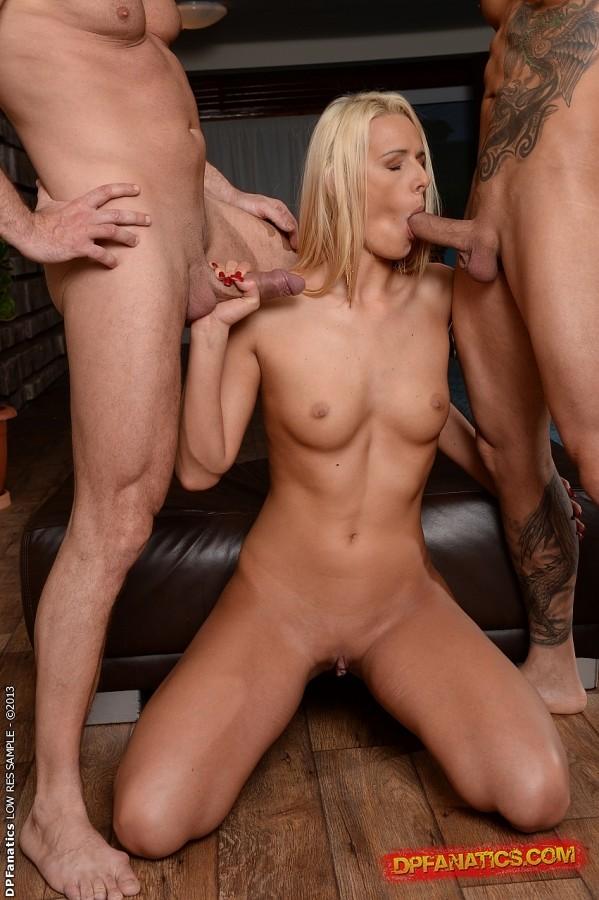 Порно тройное в блондинку 69015 фотография