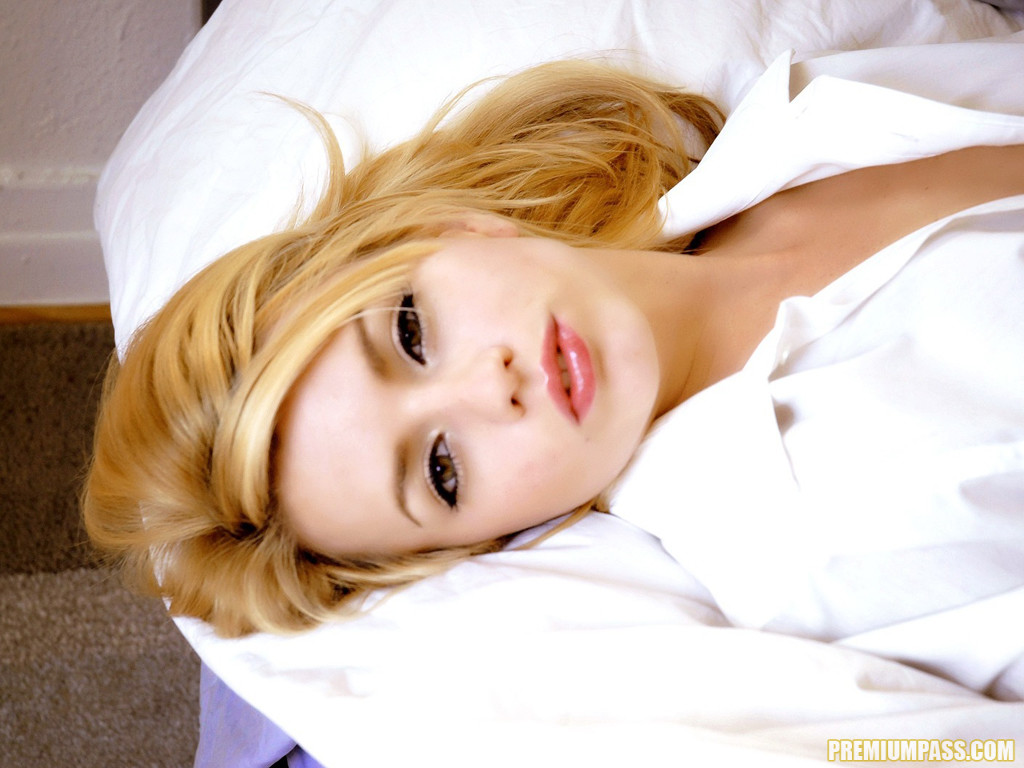 Lexi Belle Gets Horny In Bed 55391-5805