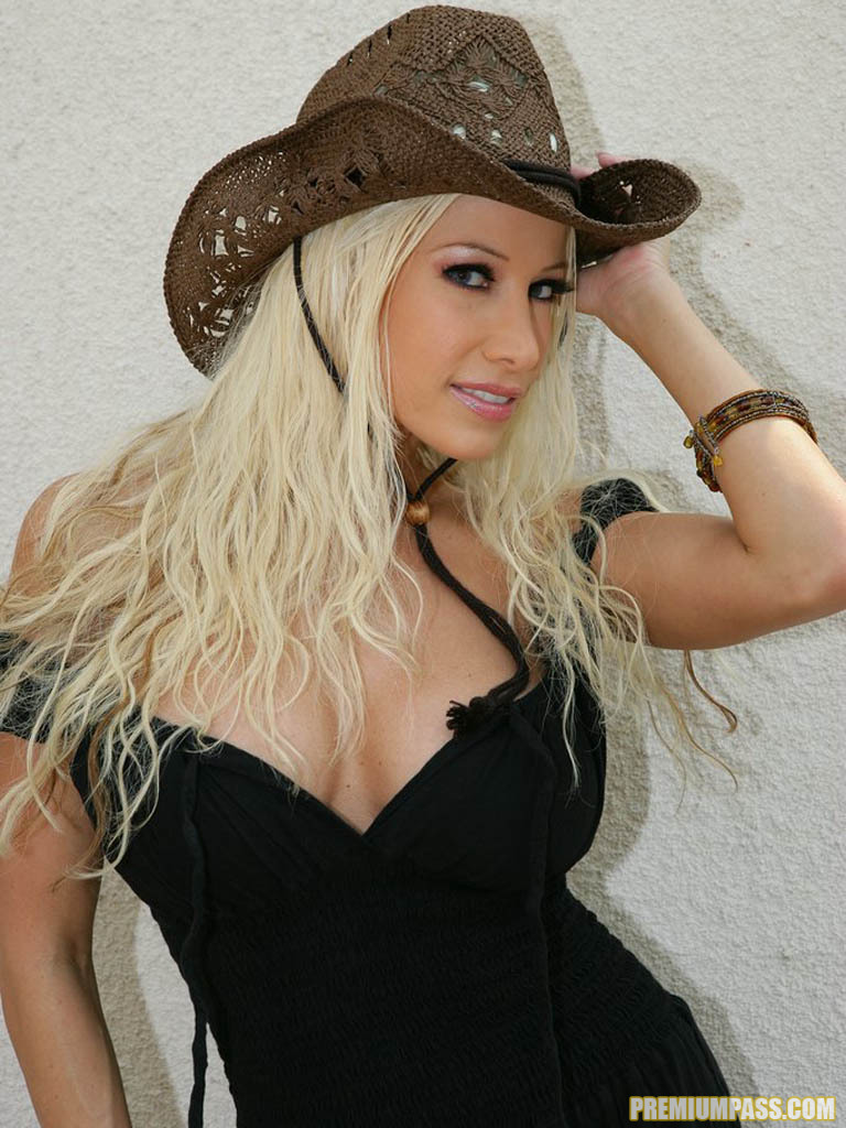 Cowgirl Gina Lynn Strips Down Naked 55415
