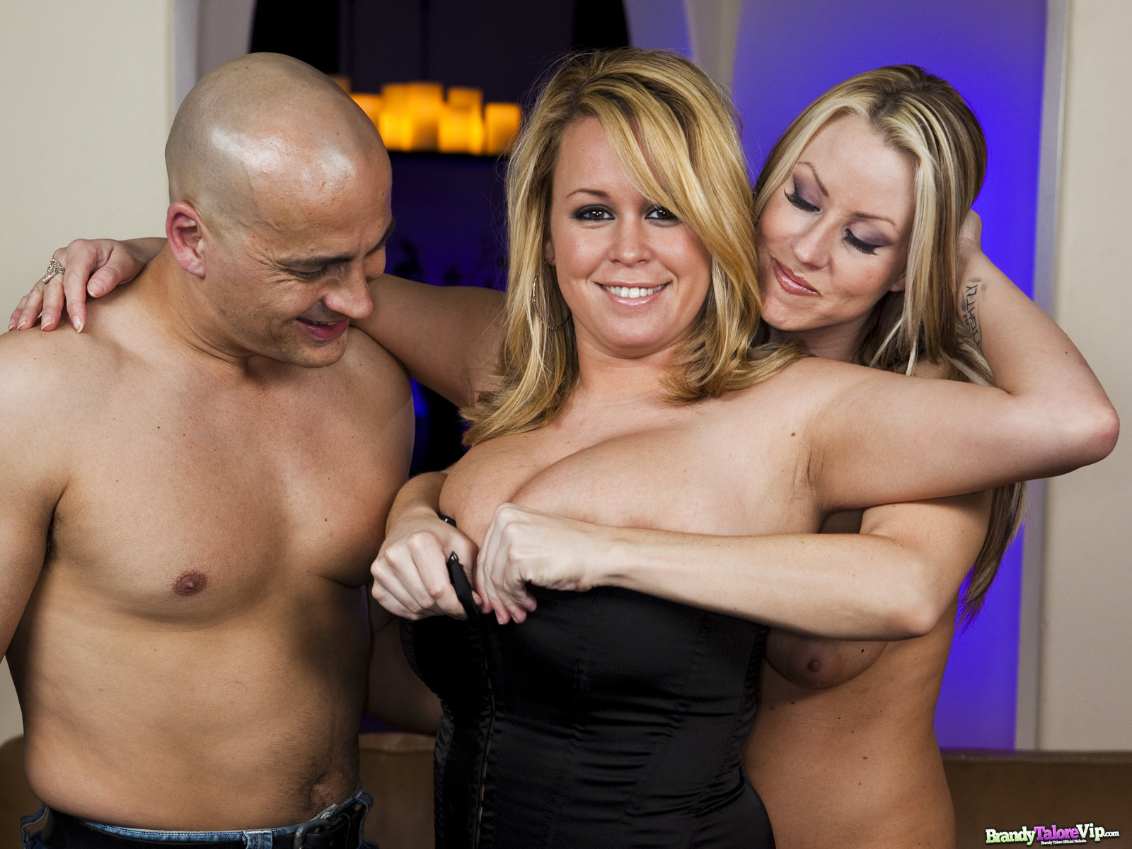 Brandy Talores Threesome With Carolyn Reese 55710-9516