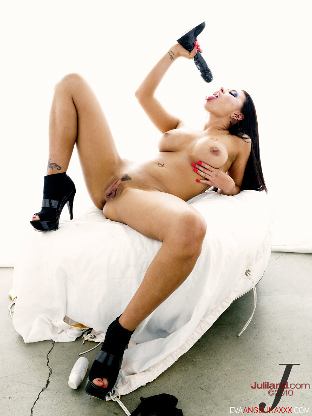 Eva Angelina - Black And White Nude With Toys 55791-2837