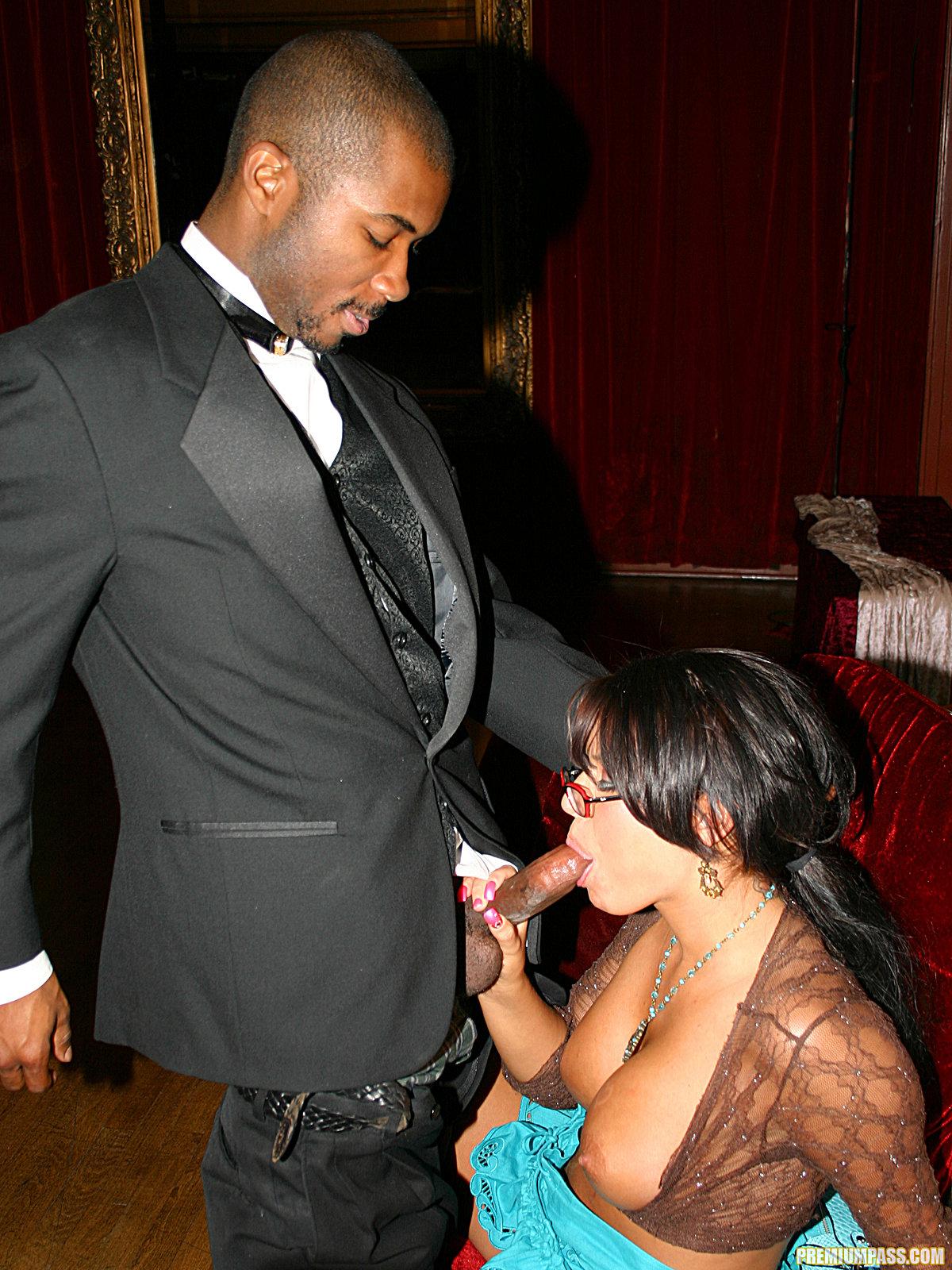 Eva Angelina - Interracial Sex in Public... Oops 56131