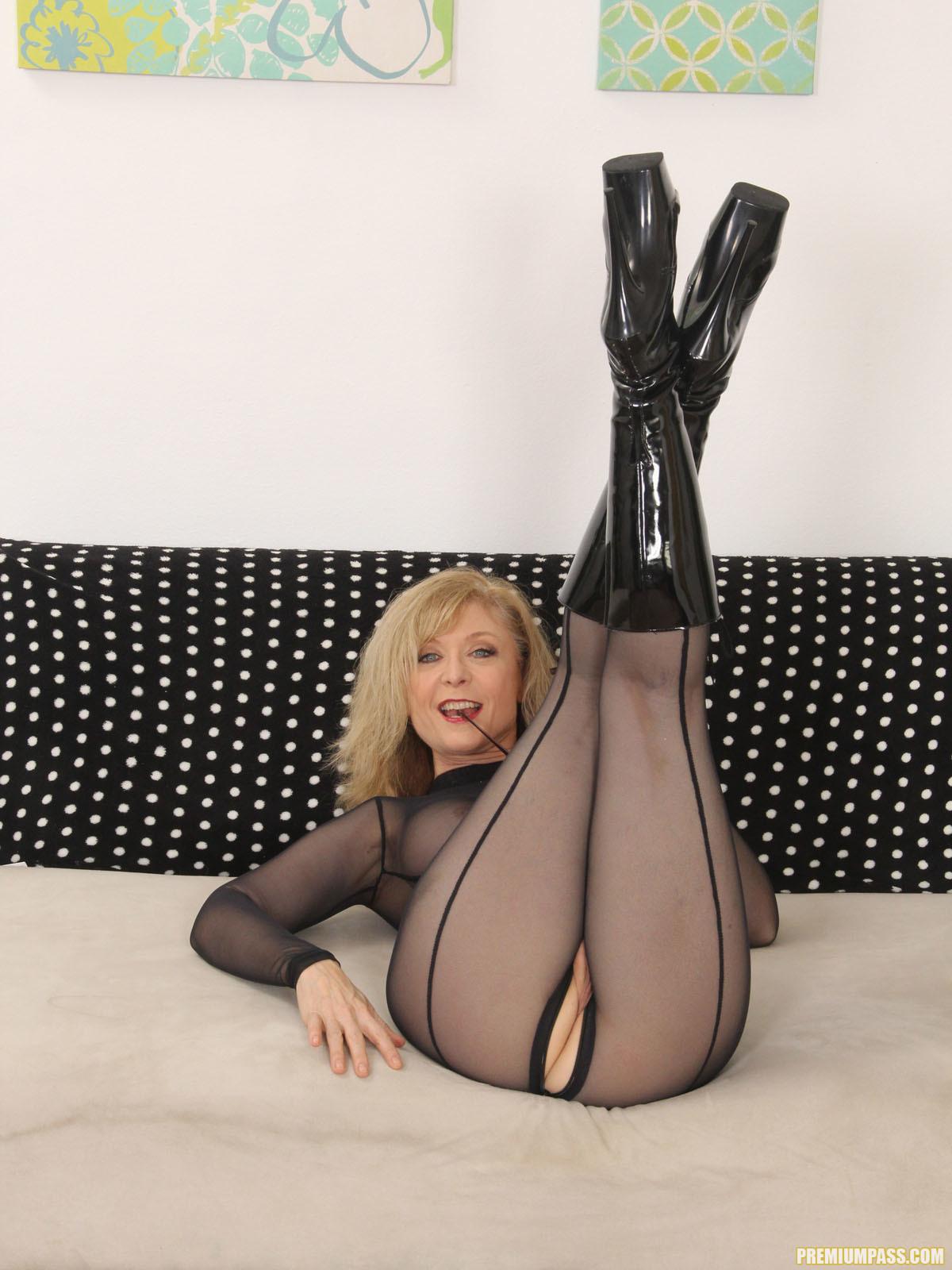 Nina Hartley - Full Body Pantyhose and Face Sitting 56667