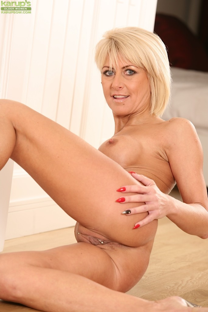 Cathie - Karups Older Women 56695-9667