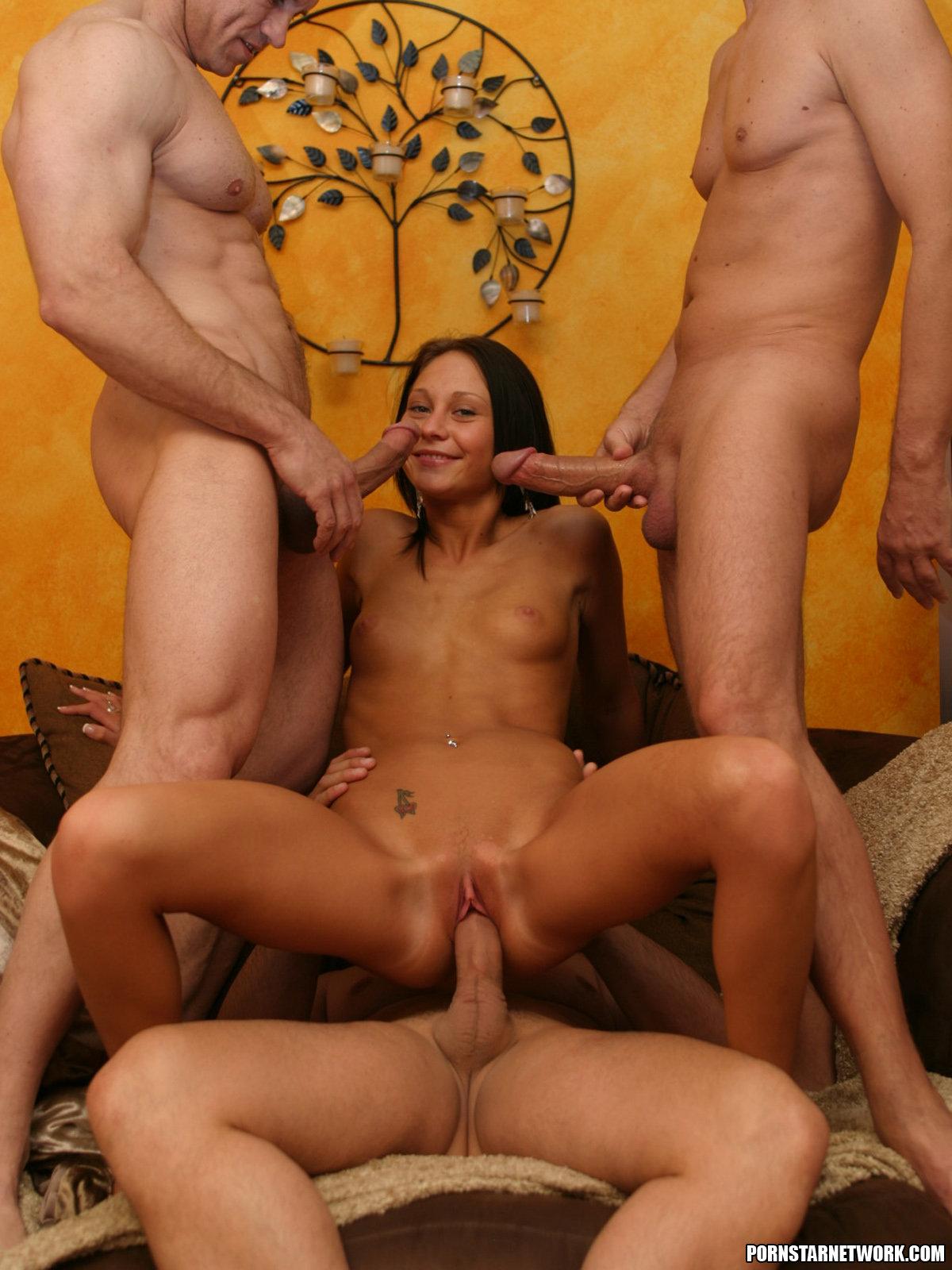три парня и одна девушка порно смотреть онлайн глаза