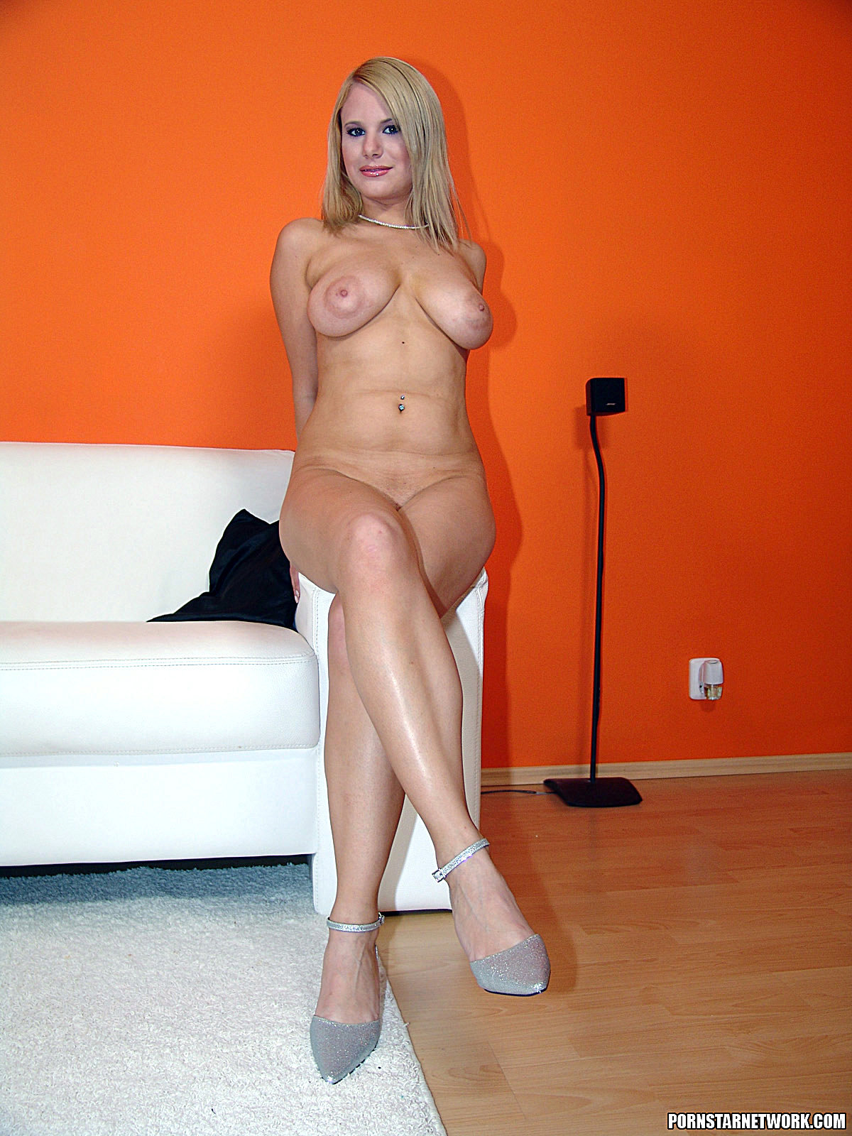 Busty blond mature tammy with pierced nipples