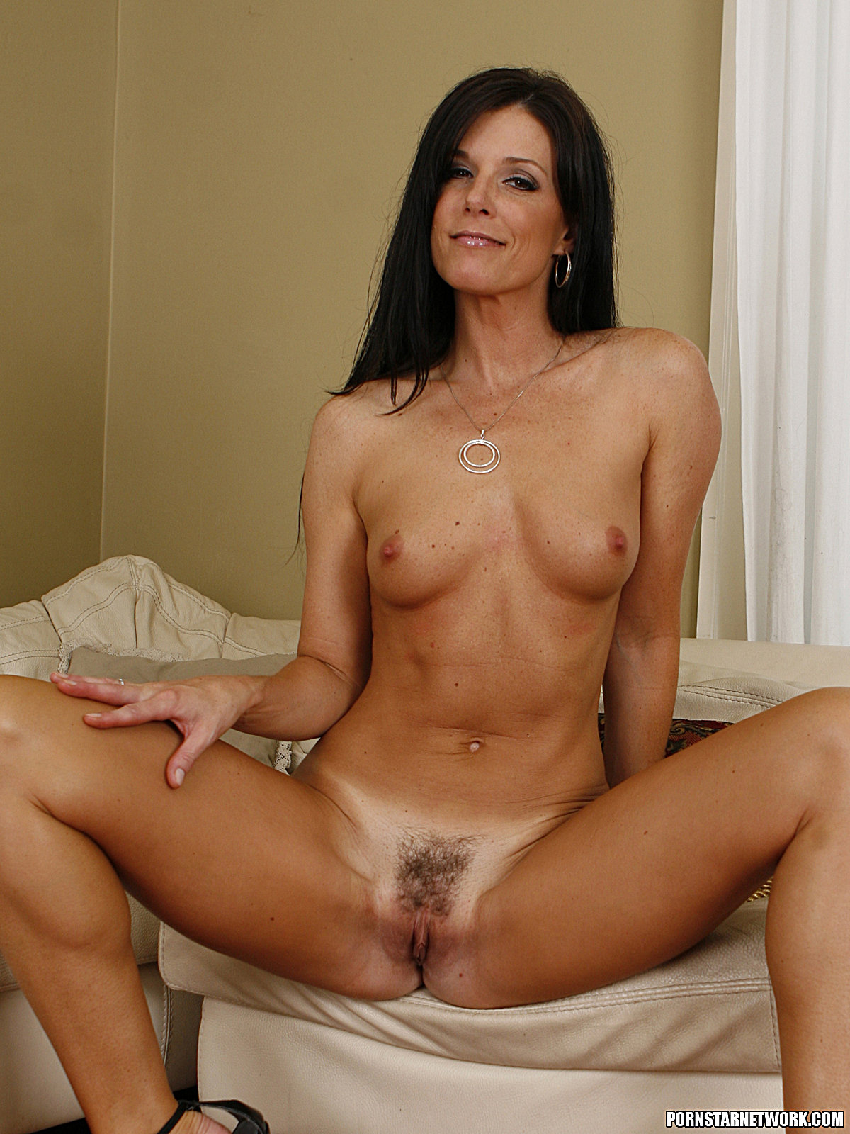 Dylan Ryan Has A Hot Pie For India Summer 58680-5320