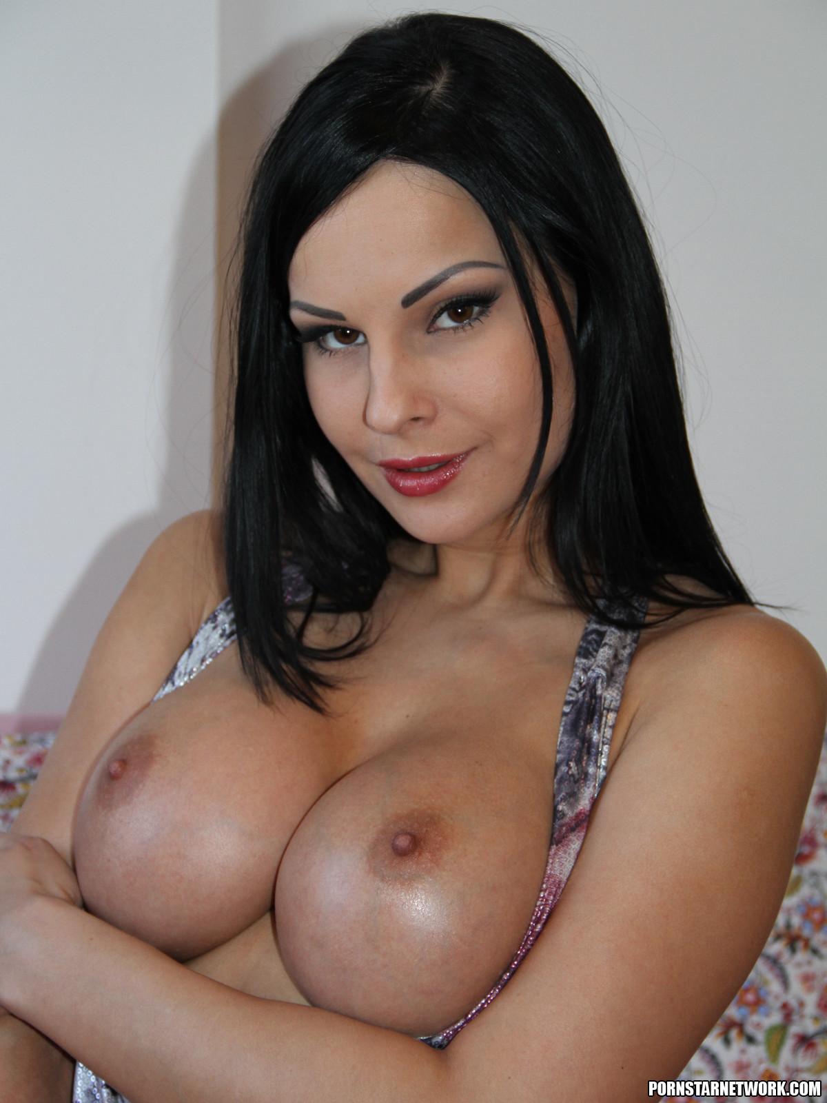 Jessa and milf suck juicy cock together 4