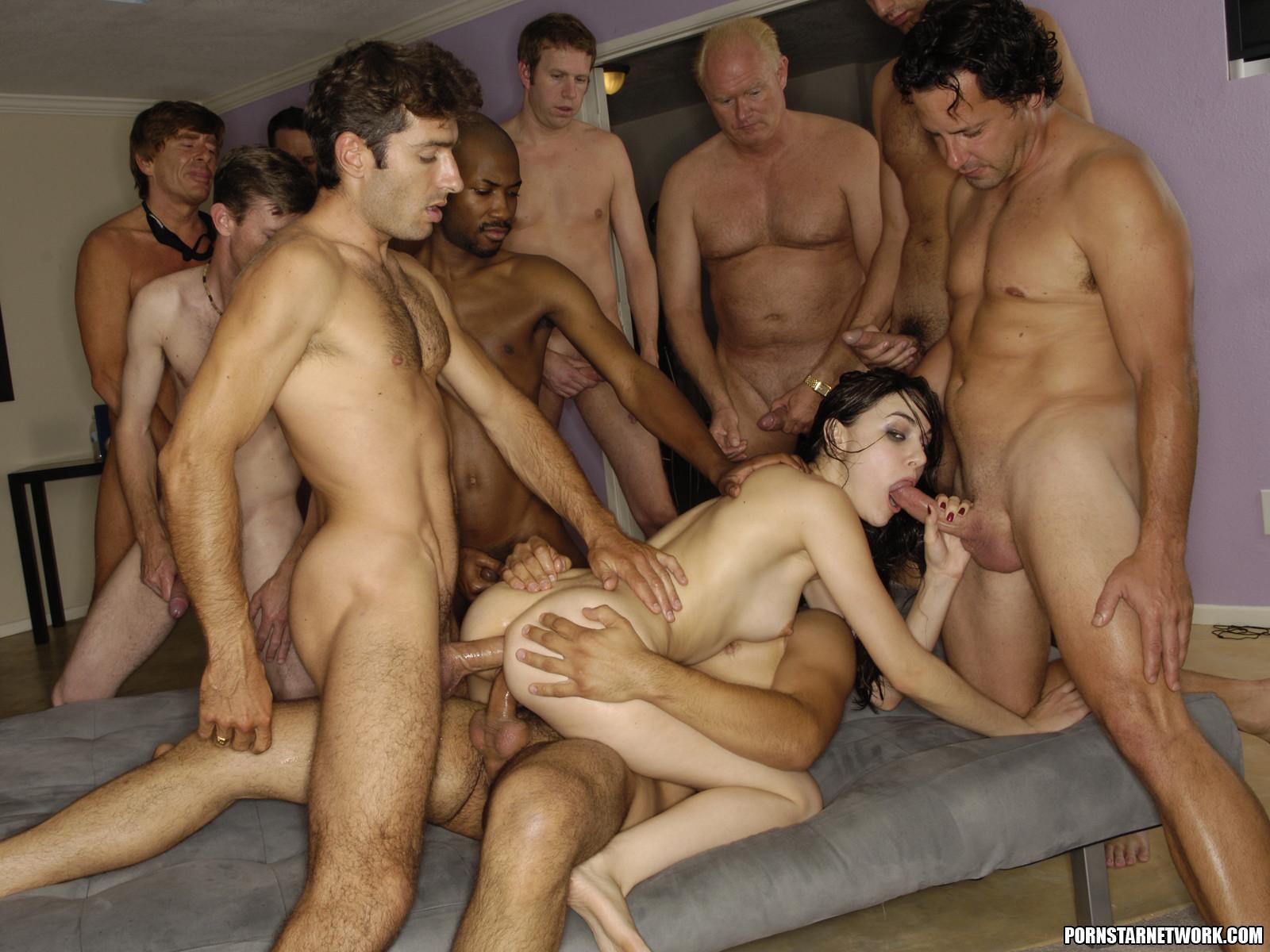 Толпа мужиков на одну порно