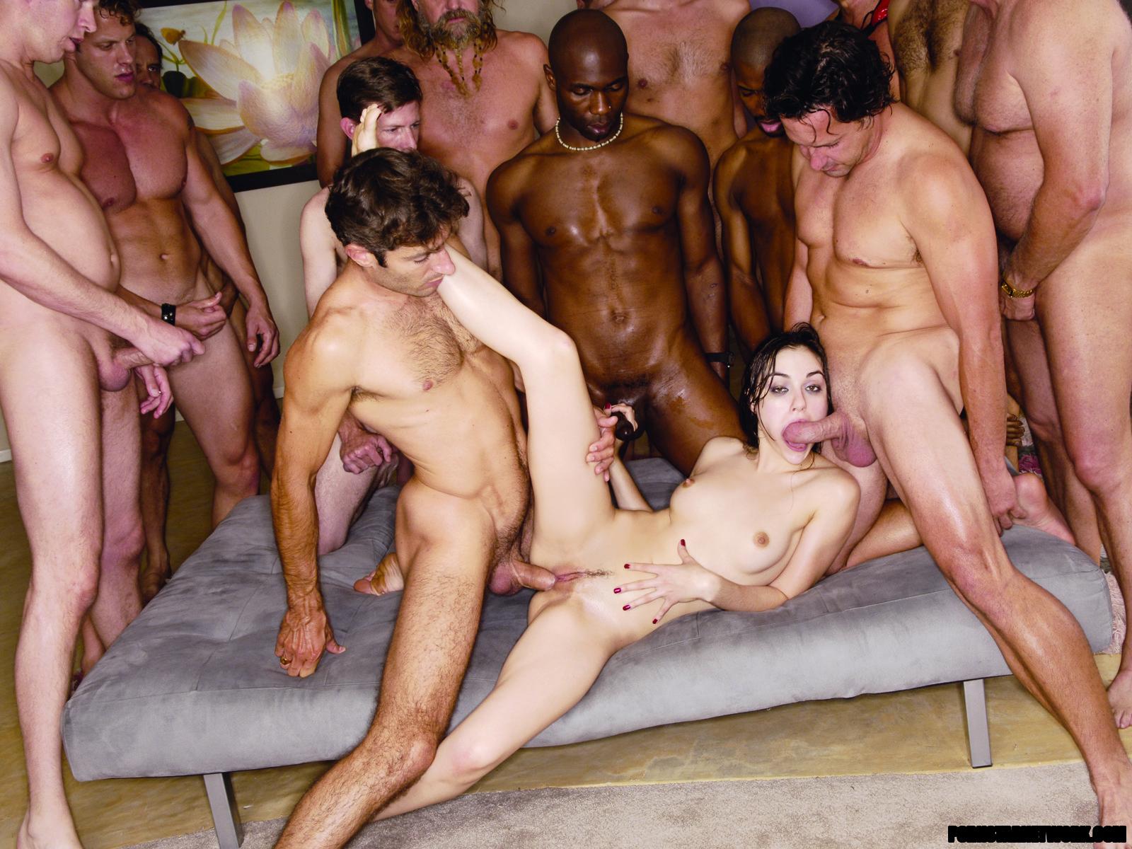 Порно смотреть онлайн толпа мужиков и одна телка 5 фотография
