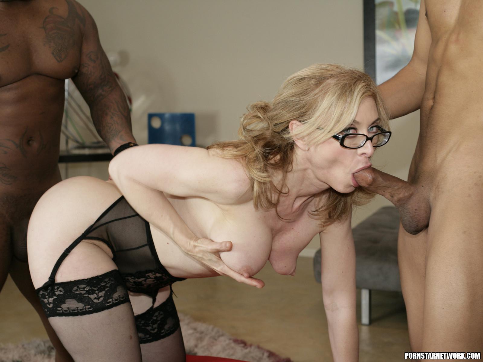 Сексапильная мамаша в чулках порно 10 фотография