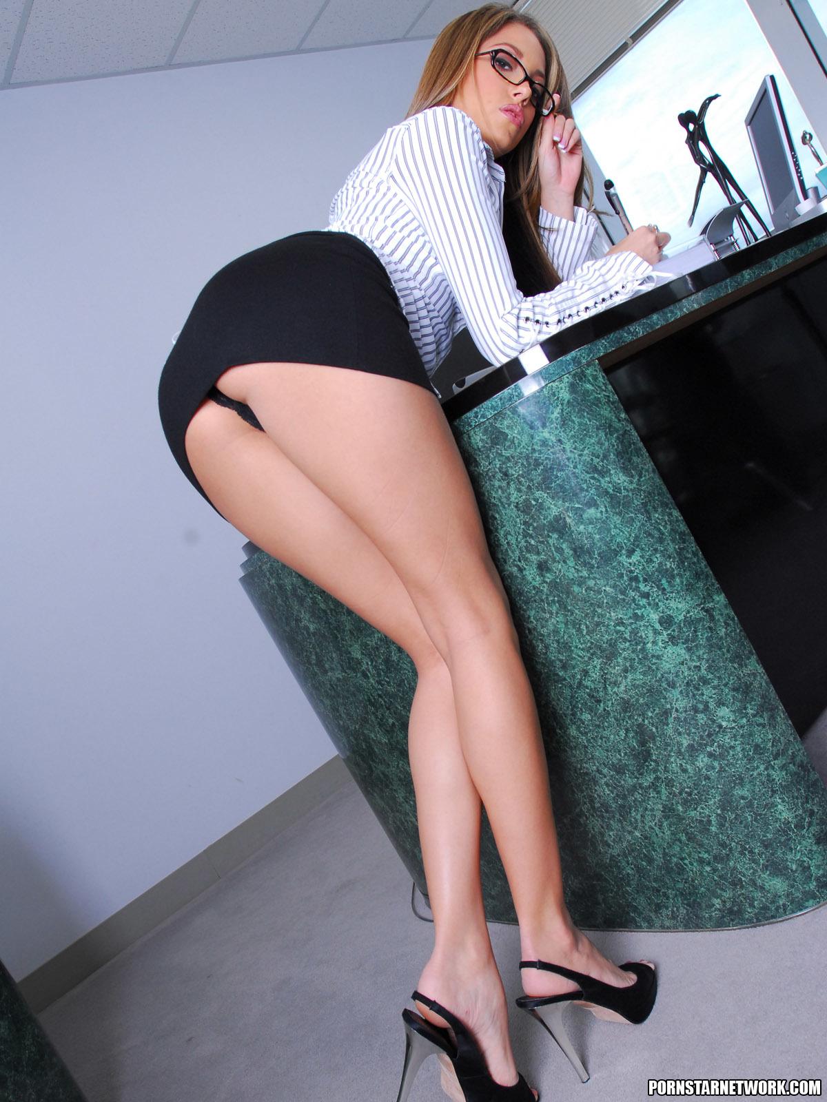 Ебут девок в деловых юбках фото