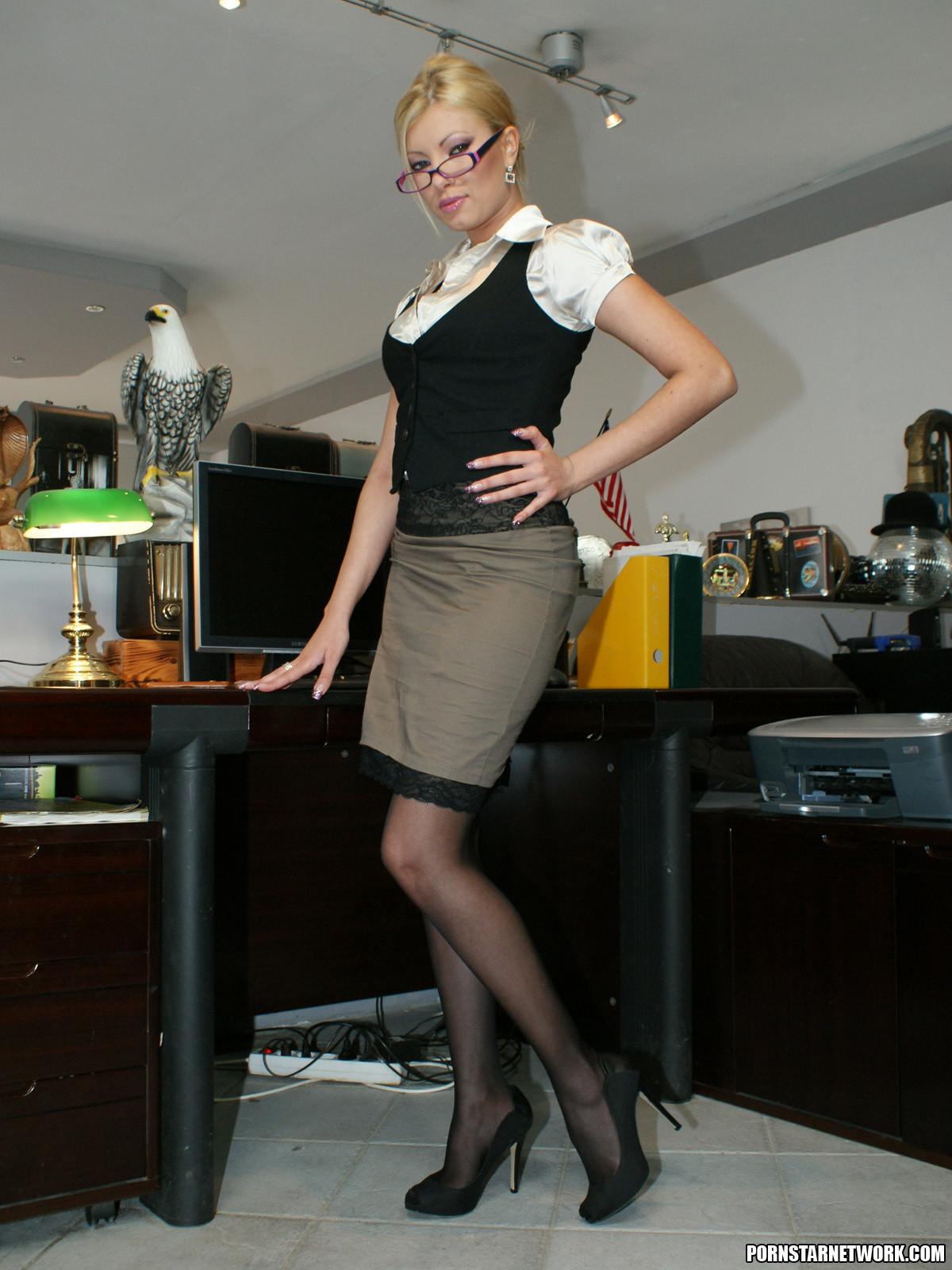Секретарша без чулков 20 фотография