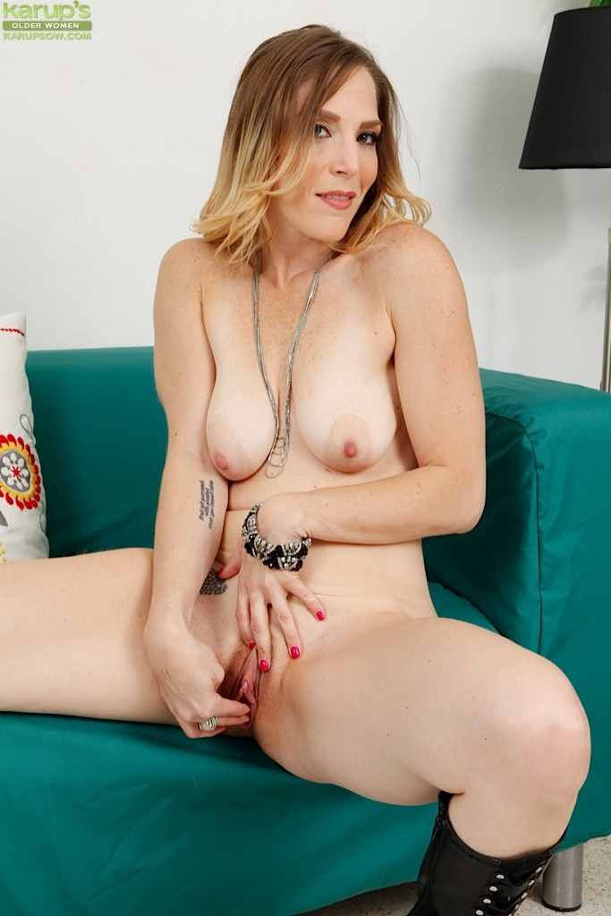 Lesbian Threesome Seduction Porn