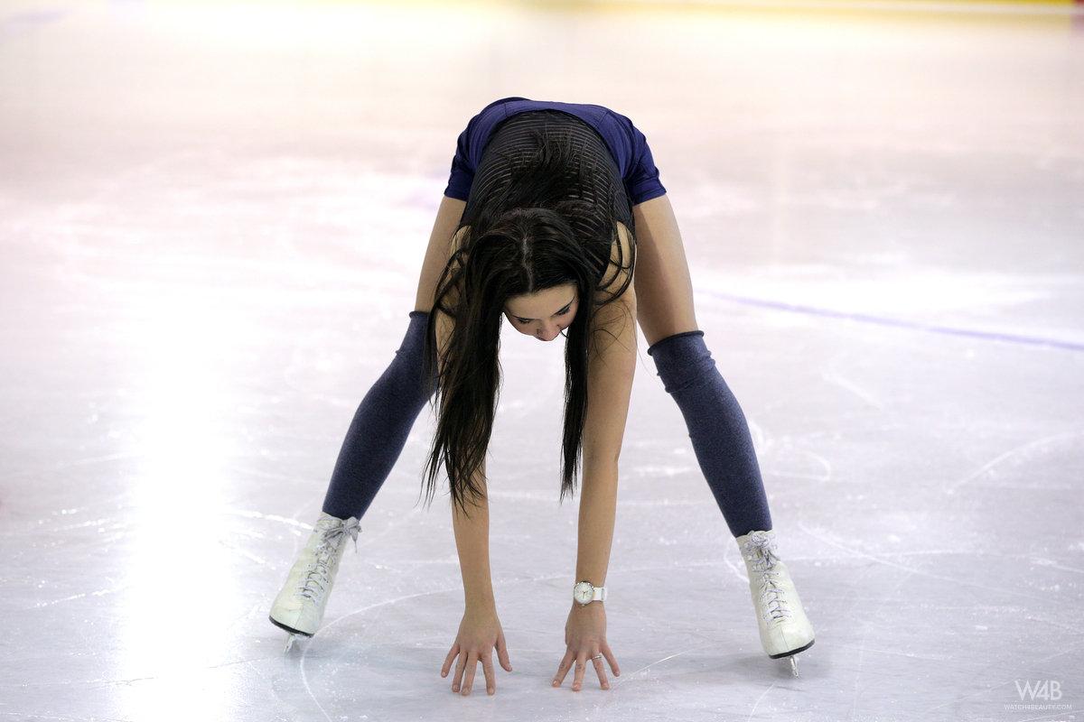 Figure skating upskirt pussy nude