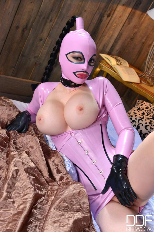 Latex Lucy Anal