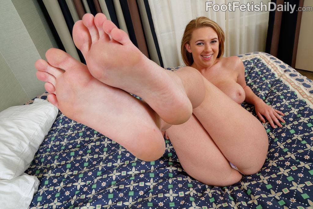 girls-foot-fetish-brooke-booty-talk
