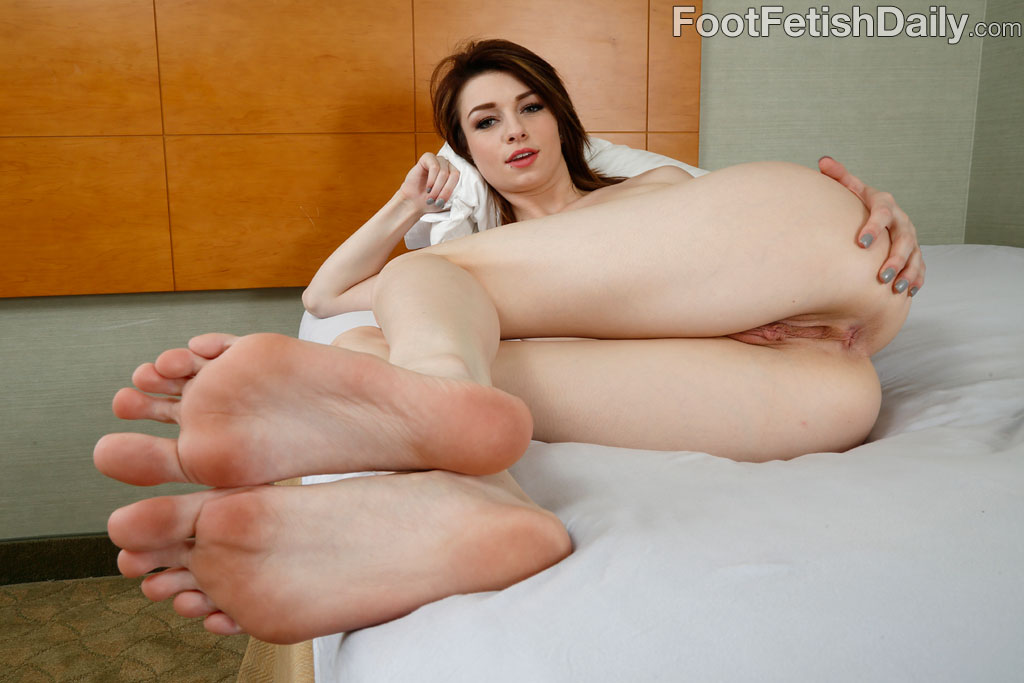 small-feet-porn-photo-canada-girls-sex