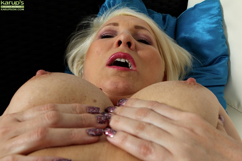 Titty Licking And Finger Fucking Solo Mature Blonde Babe From Karups Older Manyvids 1